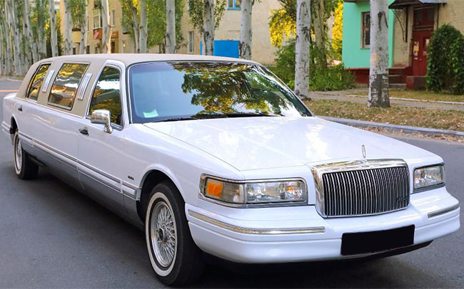 Аренда Лимузин Lincoln Town Car на свадьбу Кременчуг